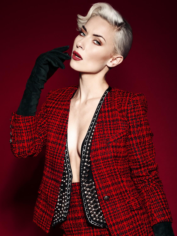 Publication: Elegant Magazine  Model: Lisa van Vlijmen  Photography: Sanne Grasdijk